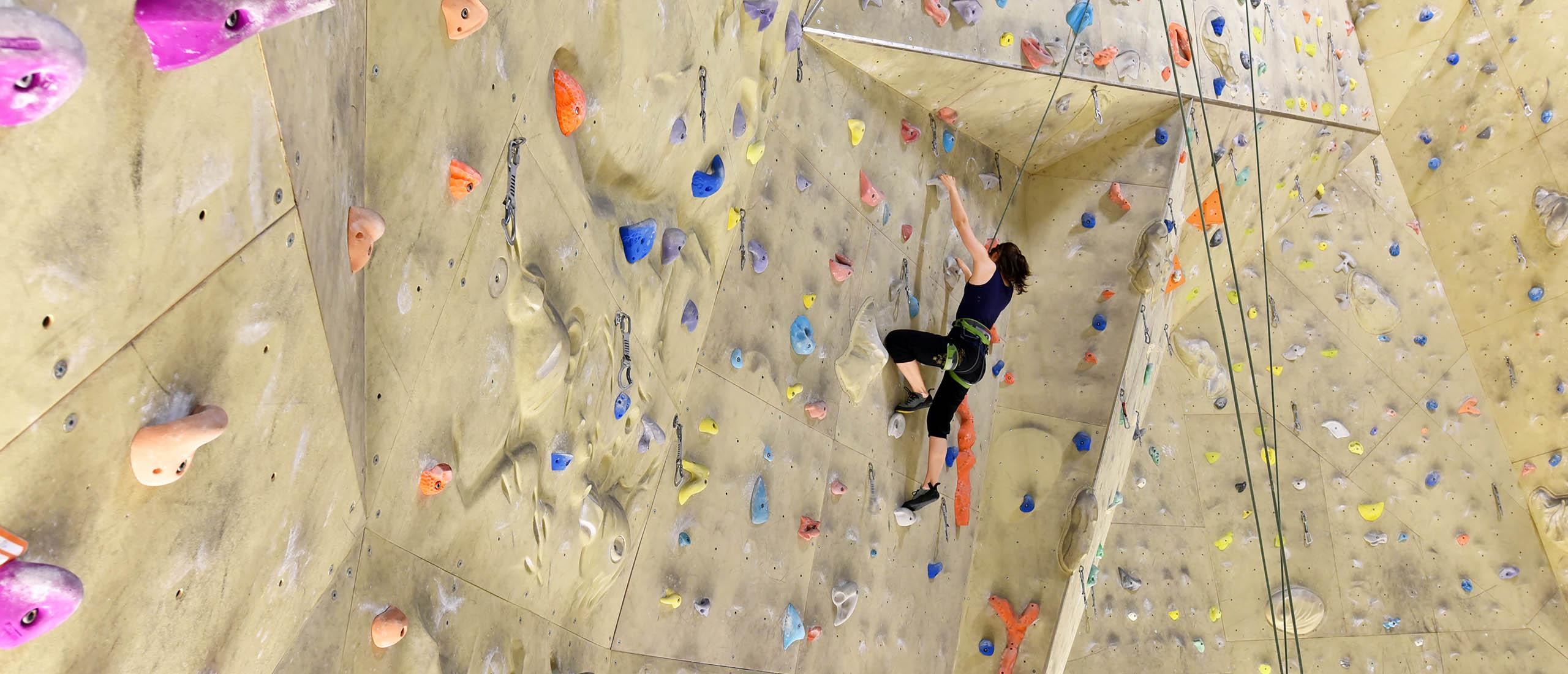 Freie Plätze im Erwachsenen-Kletterkurs